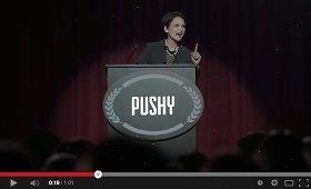 雄弁する女性の下には「Pushy」の文字