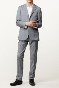 本格仕立てのビジネススーツが市価の50%オフで手に入る