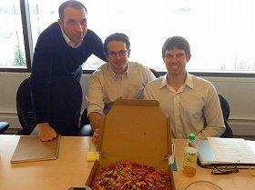 まずはチームでつくったオリジナルピザで腹ごしらえ。その後あんなに苦労するとは…