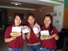 「カンボジアで大学生の研修生達が、こんな娘たちを採用しました」