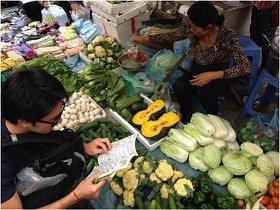 当然、カンボジアのローカルの市場でも英語は通じません。でも、まあ、なんとかなります。