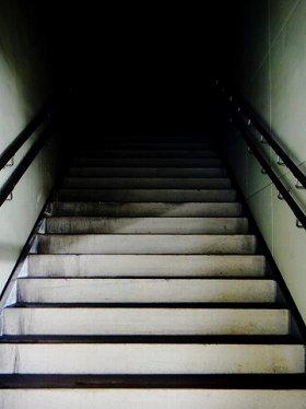 「ブラック」への階段?