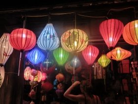 ホイアンの旧市街の夜。ランタン(提灯)がトレードマーク