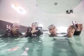 ここは水深4メートル