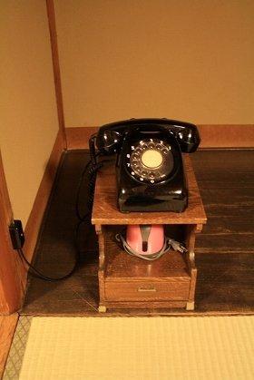 受話器のダイヤルを「回す」のよ、平成生まれさん
