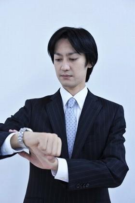 「仕事中にロレックス」の警察官に負けるな!? ビジネスパーソンはいくらの腕時計をつけているのか