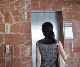 エレベーターの利用めぐり論争