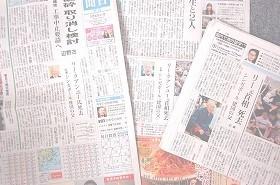 全国紙各紙は、リー・クアンユー氏の死去を夕刊1面で報じた