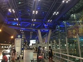 きらきらしすぎている(?)バンコクのスワンナプーム新空港