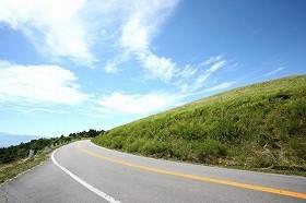 道のど真ん中で結婚式 「車の邪魔」と指摘すると・・・