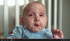 これぞ「超快感」の表情 赤ちゃんの「あの瞬間」を捉えた動画