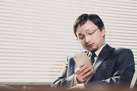 「LINEで遅刻連絡」容認派が急増中!? 先輩社員からも「何がいけないの?」