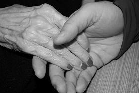 介護・育児に温かい手を差し伸べる