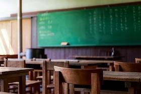 教室で大事なものを身につける