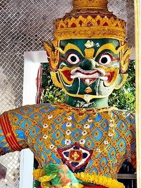 「微笑みの国」タイで優雅に暮らすには
