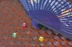 夏の和ごころを扇子で演出 粋に見えるポイントを押さえ