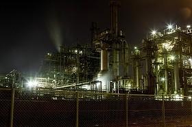 工場の夜景に心ひかれる人たちもいるとか