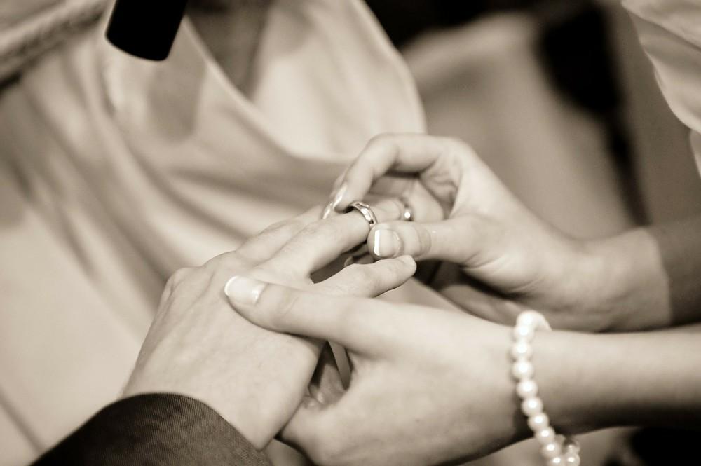 美人と結婚、ストレス増える? では「器量よし」ならどうか