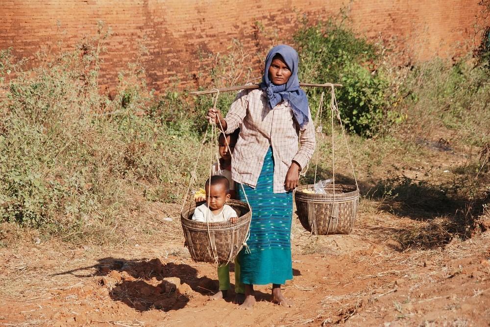 女性の働きやすい社会「道半ば」 1人目出産後も仕事、5割超え