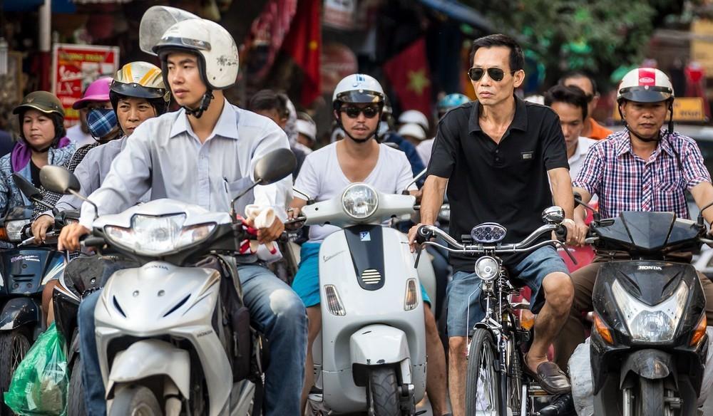 アジアの都市に喧騒と排ガスはつきもの