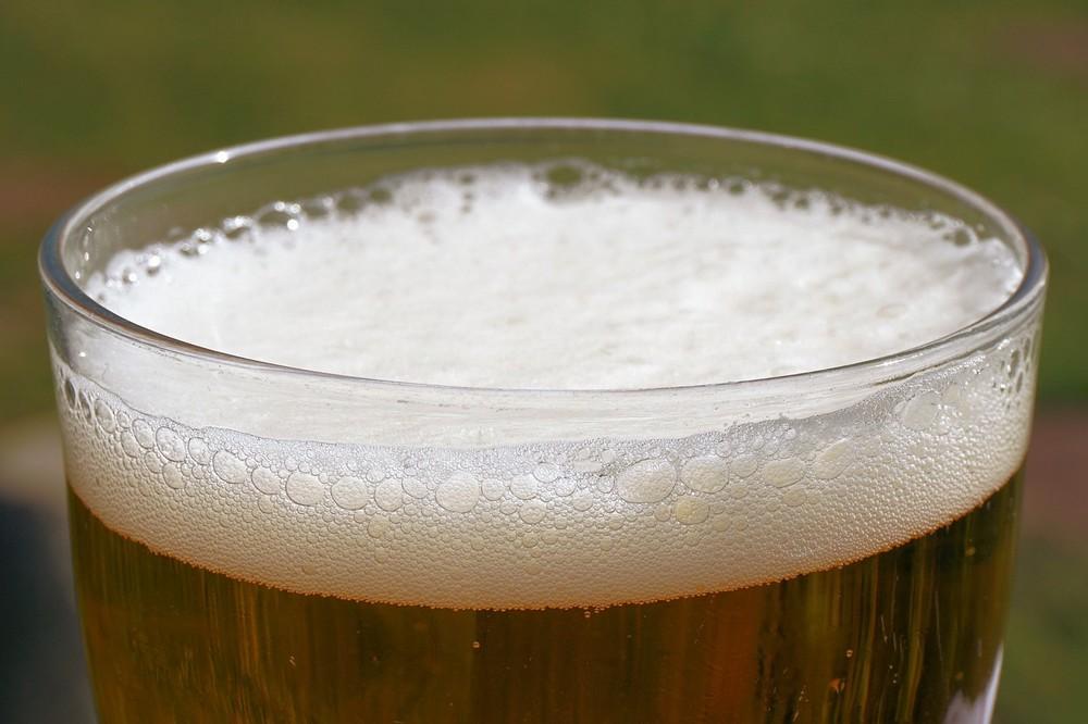 講演会の後、ビールと簡単なつまみで