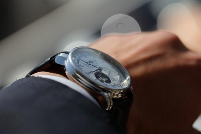 「あの汗ぺったり感が嫌で...」 社会人に腕時計、マストですか