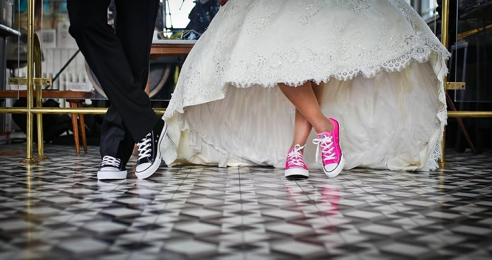若者が結婚するにはお金が必要 どうすれば状況が変わるのか(ライフネット生命・出口治明)