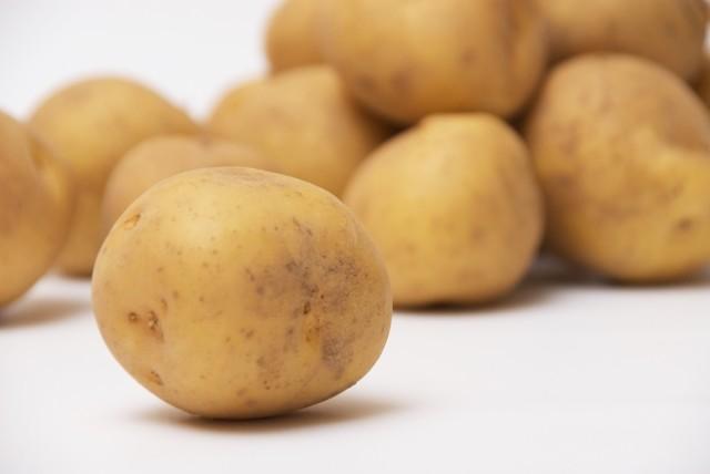 でんぷん、10月から1割値上げ 品薄ジャガイモ「ポテチ」の余波