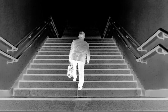 現代社会の病巣 若い人ほど、孤独死を「選ぶ」現実