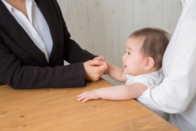 「働く母親」7割突破に複雑 そう「せざるを得ない」からでは......?