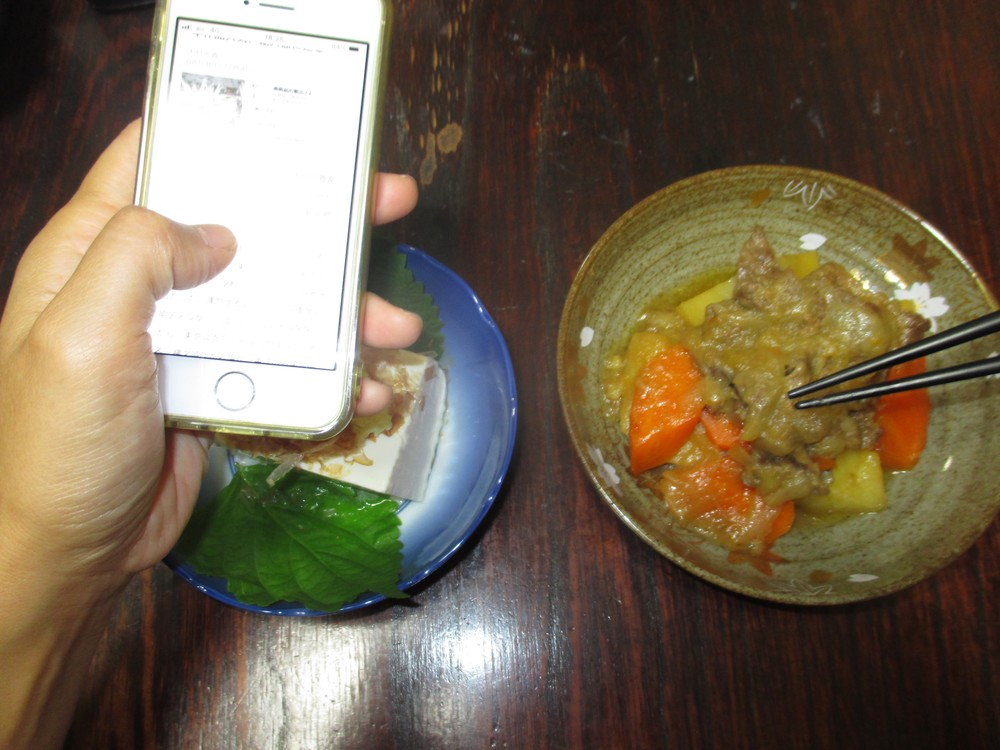 その60 食事中のスマホ 「こんなものいらない!?」(岩城元)