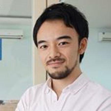 インドネシアで起業した辻友徳さん(本人提供)