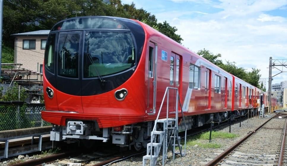19年2月に登場した東京メトロ丸ノ内線の新型車両2000系。23年度には53編成すべてが2000系になる予定