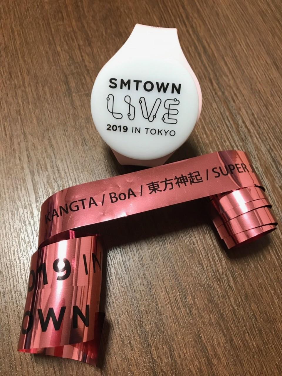 毎年夏に行われている人気アイドルが参加するSMTOWNのLIVEのグッズとテープ