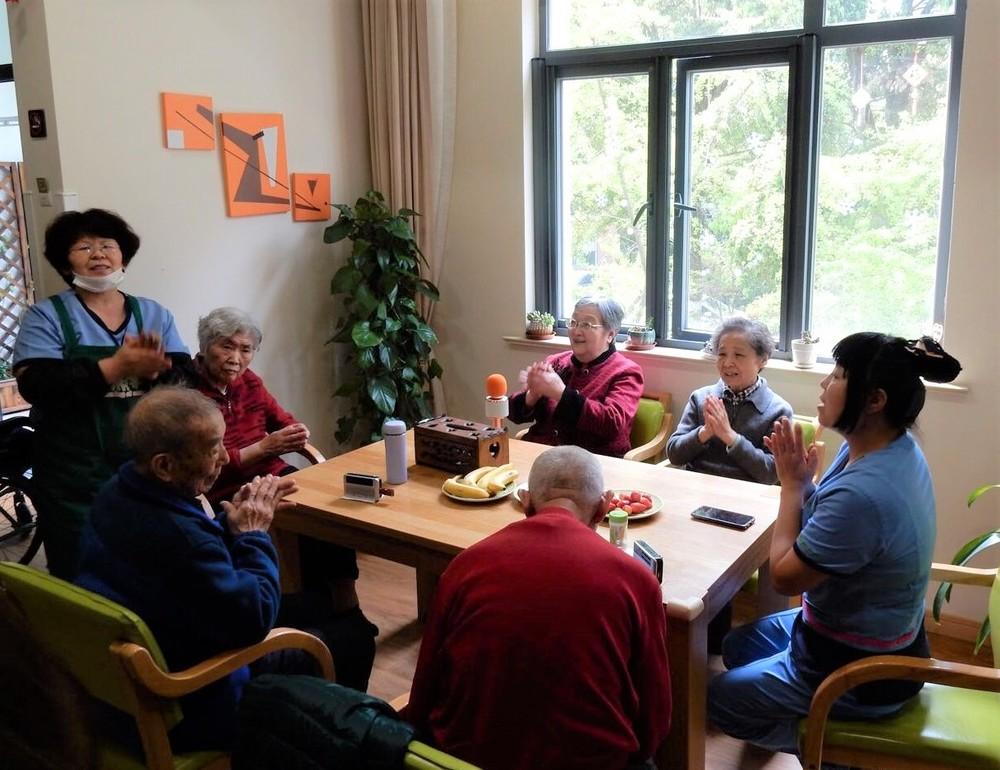 上海の高齢者施設でのリクリエーションの様子(王青さん提供)