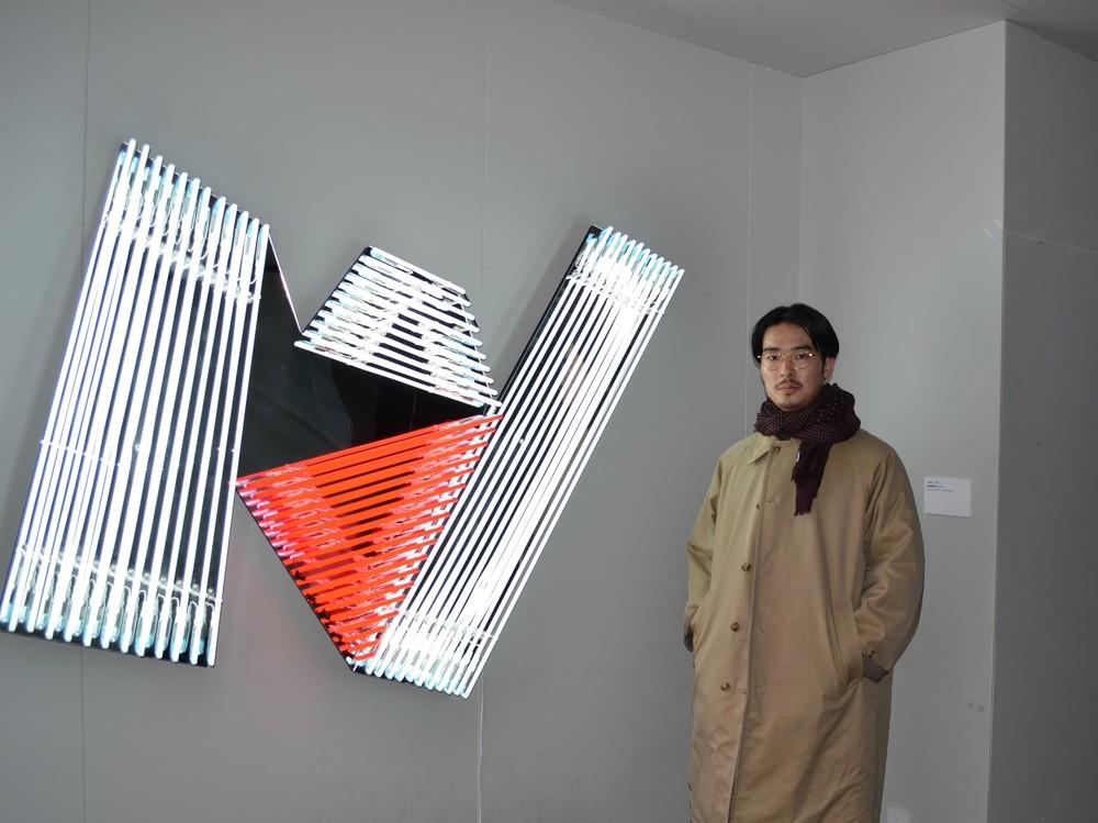 23歳の新鋭ネオンアーティスト、wakuと出展作品「untitled」