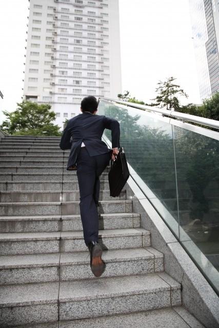 成功体験を引きずる過去進行形 社内で見かけたら要注意です!