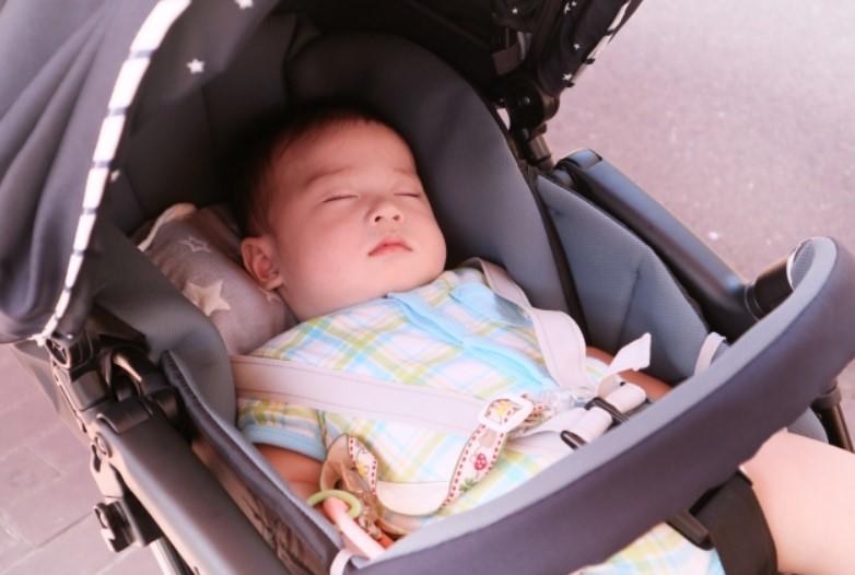 通勤ラッシュに赤ちゃん連れ「ベビーカーで乗っちゃいけないの」? ものまね芸人・みかんの投稿が大炎上
