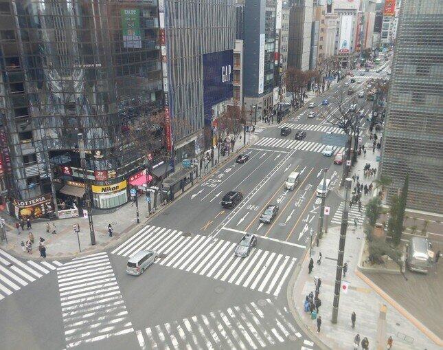 外出自粛で人通りがすっかり途絶えた東京・銀座