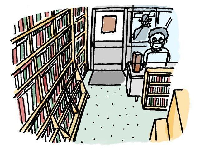 「事務所っぽく」店内に整然と並ぶ推理小説やSFの本