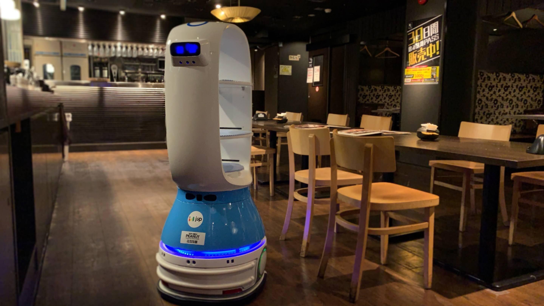 「土間土間」で実証実験中のフロアロボット「PEANUT」