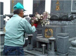 地元の石材店などと「返礼」の墓参代行を行う自治体も