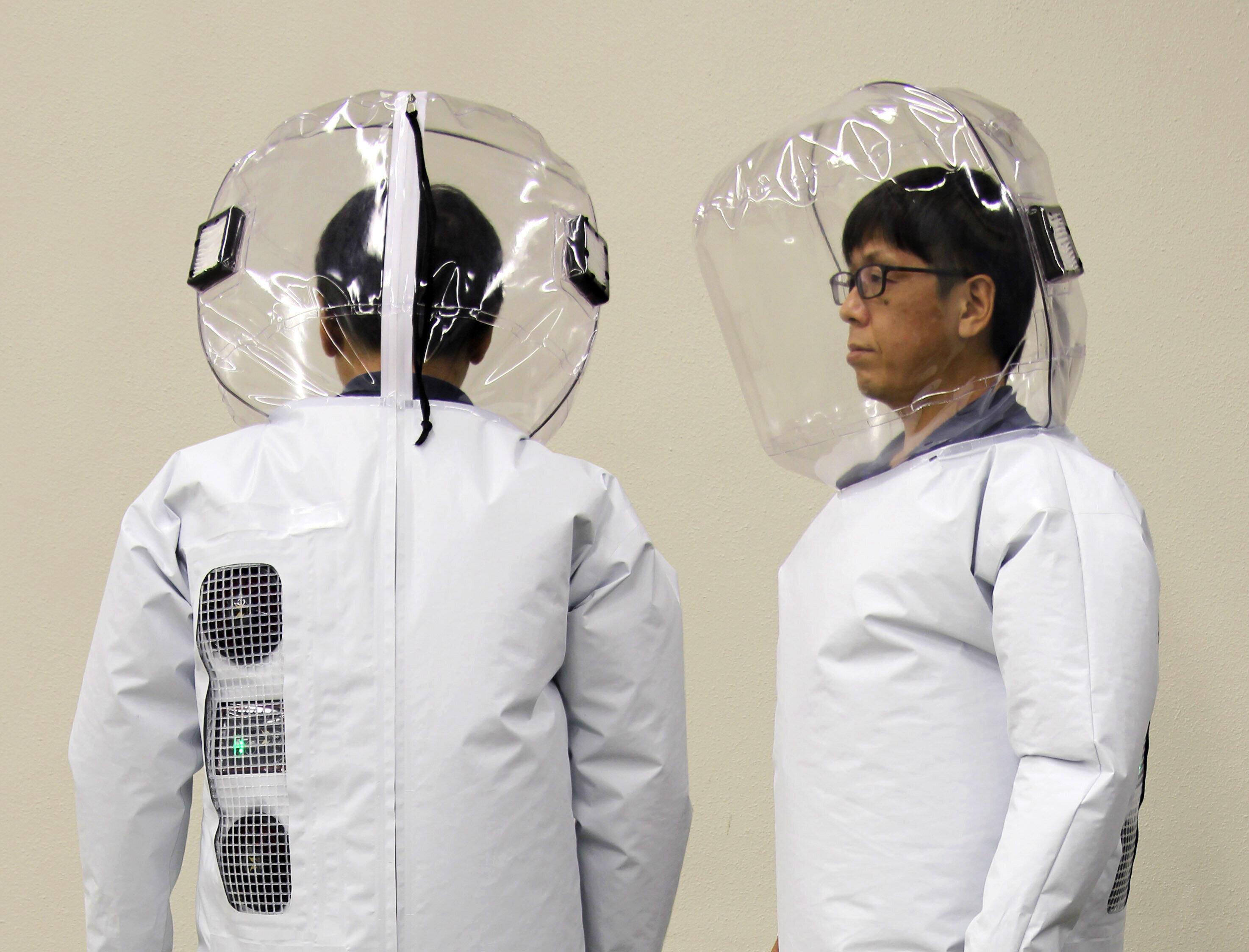 「お見舞い用スーツ」の2型には、空気排出口にHEPAフィルターを装着