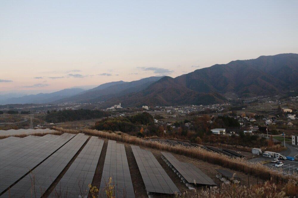 米倉山太陽光発電所(2020年11月26日、甲府市)
