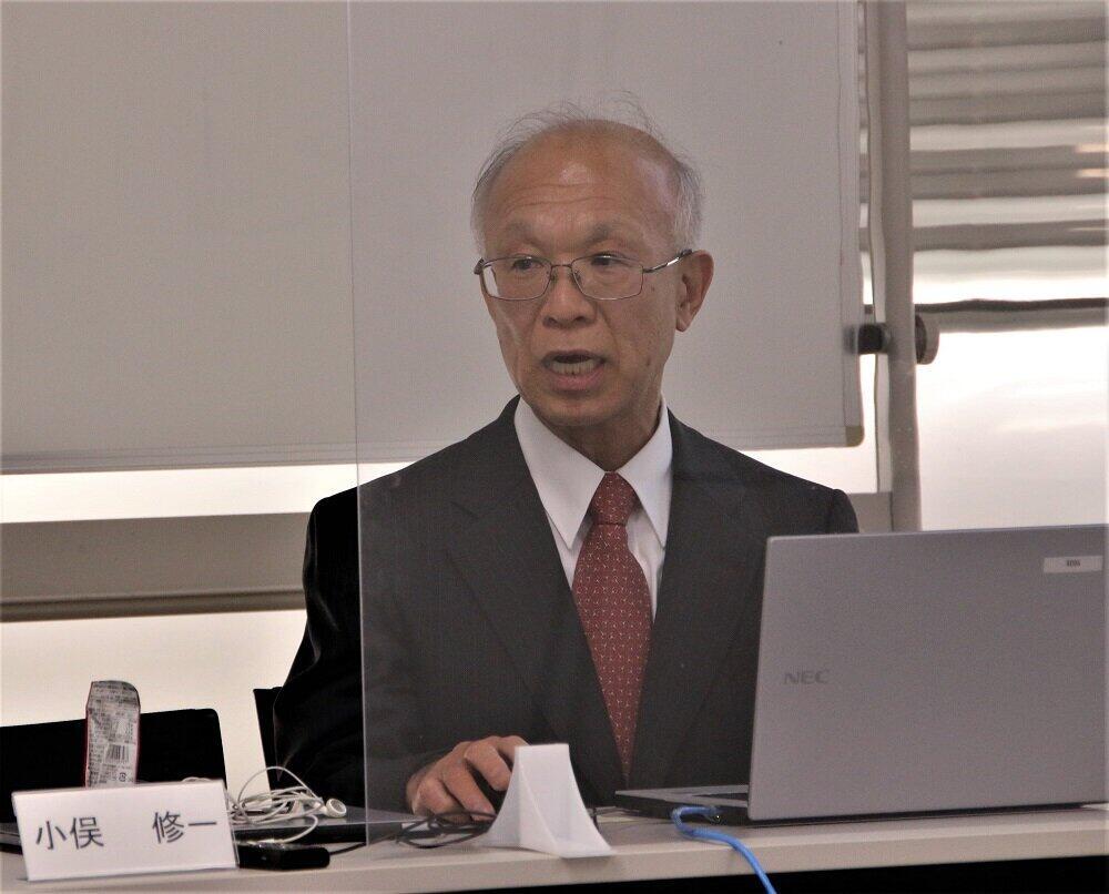 デジタルバンキングについて講演する小俣修一さん