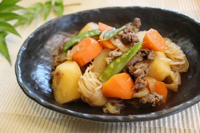 高級感が漂う黒いお皿でふだんの料理も「特別」な一品