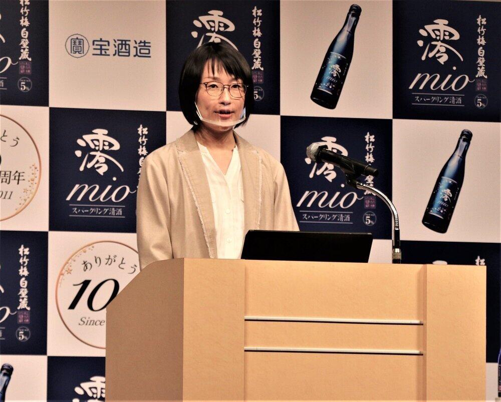 「10周年ブランド戦略」を発表する商品第二部の田和綾子専門課長