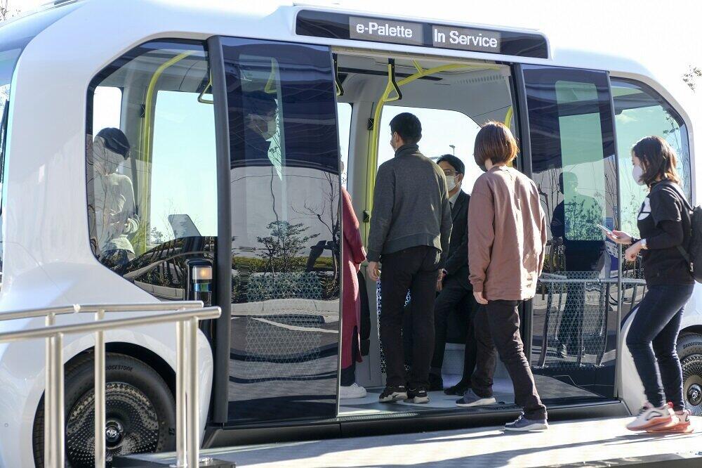 停留所で車両待ちの人が増えたときは自動で配車