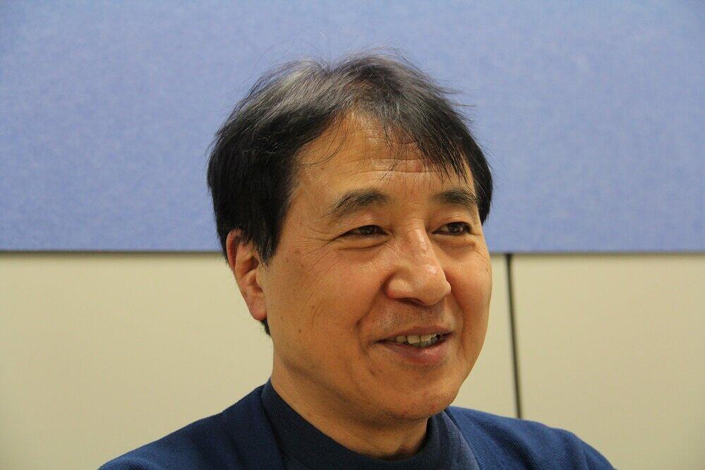 「太陽光発電の電力を送電させるもさせないも電力会社の胸一つ」と語る飯田哲也さん