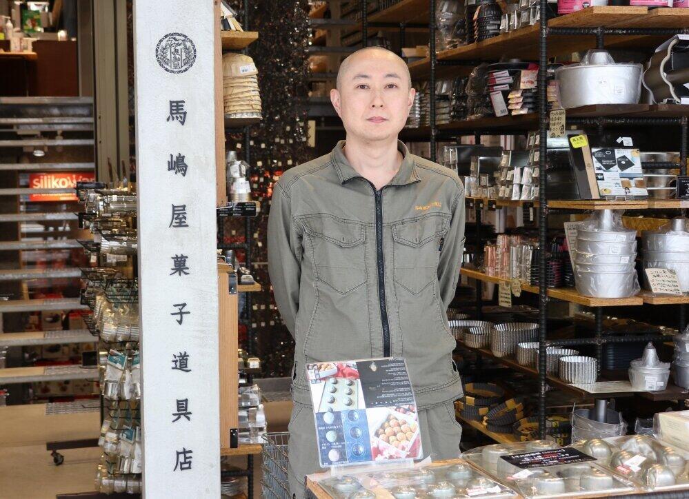 馬嶋屋菓子道具店の櫻井裕さん(編集部撮影)